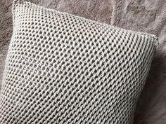 TL Yarn Crafts - 3 Beginner Friendly Tunisian Crochet Stitches [Video Tutorials + New Patterns] - TL Yarn Crafts Tunisian Crochet Patterns, Crochet Pillow Pattern, Crochet Cushions, Crochet Granny, Knitting Patterns, Crochet Afghans, Honeycomb Stitch, Single Crochet Stitch, Crochet Videos