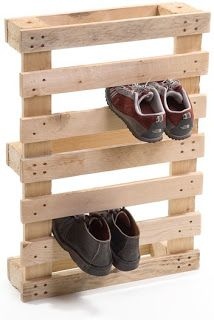 shoe holder from pallets for mud room