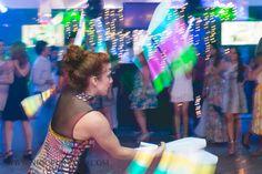 Malabares de luzes em recepção da festa de confraternização da empresa Plural Saude no Rio de Janeiro. Contate-nos humorecirco@gmail.com (11) 97319 0871 (21) 99709 6864 (73) 99161 9861 whatsapp. Shows, Humor, Style, Giant Bubbles, Lights, Rio De Janeiro, Party, Corporate Events, Artists