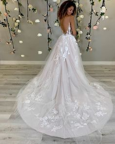 Wedding Chicks® (@weddingchicks) • Instagram photos and videos Layered Wedding Dresses, Short Lace Wedding Dress, Wedding Dresses With Straps, Wedding Dress Trends, Tulle Wedding, Dream Wedding Dresses, Bridal Dresses, Mermaid Wedding, Wedding Gowns
