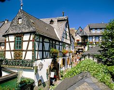 Germany, Hesse, Rudesheim, Drosselgasse, Restaurant & Half-timbered Houses (1885-7259 / 169206 © Travel Library Limited)