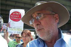 """Javier Sicilia dijo este lunes en Chicago que """"ningún ser humano es ilegal""""."""