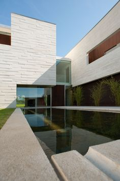 House in Oporto by Topos Atelier Arquitectura