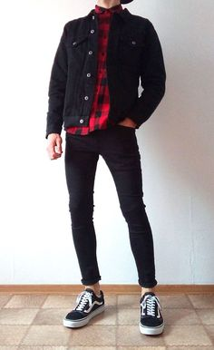 Vans old skool black skinny jeans boys guys outfit vans love Vans Outfit Men, Black Outfit Men, Outfit Jeans, Skinny Jeans Jungs, Indie Outfits, Boy Outfits, Casual Guy Outfits, Plad Outfits, Swag Outfits Men