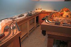 Model Railroad - Een serieuze en mooie trein tafel met opbergmogelijkheden
