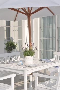 White is so classic, restful and easy to accessorize with color when the mood strikes :-)