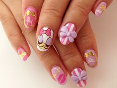 Kawaii Nails Daisy Duck ---->follow stephany medina