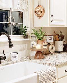 Best Farmhouse Kitchen Sink Design Ideas And Decor 69 Home Decor Kitchen, Farmhouse Sink Kitchen, Farmhouse Kitchen Decor, Kitchen Remodel, Modern Kitchen, Home Remodeling, Kitchen Style, Kitchen Renovation, Kitchen Design