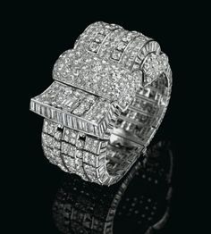 Lot 211 - A RARE DIAMOND 'BELT' BRACELET, BY VAN CLEEF & ARPELS <3