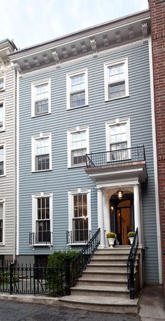 Federal style row house in Brooklyn Heights Federal Style House, Door Overhang, Brooklyn Heights, Exterior Remodel, Ideal Home, Townhouse, Beautiful Homes, My House, Sweet Home