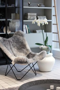 I have one of these chairs ! This would be perfect in my family room!