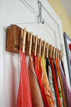 kreative bastelideen wand holz wäscheklammern tücher aufhängen