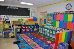 I really like the idea of those pencil dividers. looks easy and not to cluttered! Lee's Kindergarten: My Sister's Second Grade Classroom Pics! School classroom set-up Kindergarten Classroom Decor, Classroom Layout, Classroom Decor Themes, Classroom Setting, Classroom Design, Classroom Organization, Classroom Ideas, Classroom Door, Classroom Management