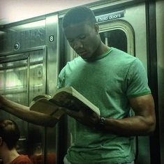 Instagram-Account-Shares-Hot-Dudes-Reading-Books Nyc Subway, Man Images, Lip Service, Books To Read, Reading Books, Man Crush, My Way, Instagram Accounts, Book Worms
