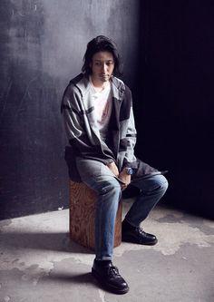 日本が誇る21世紀のアナログウオッチと称されるオシアナスを身に付け、俳優のオダギリジョーが刻々と流れる時間のなかで移ろいゆく感情を語る。
