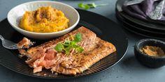 Lettstekt laks med rå kjerne er en herlig måte å spise fisk på. Krydret med lakrispulver får den en himmelsk smak som ikke kan beskrives. Den må oppleves. Pork, Meat, Kale Stir Fry, Pork Chops