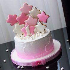 Торт с пряниками Звезды созданы для того, что б их зажигали✨✨ Всем хорошего начала недели‼️ Sweet Cakes, Cute Cakes, Pretty Cakes, Beautiful Cakes, Amazing Cakes, Cake Cookies, Sugar Cookies, Cupcake Cakes, Bolo Paris