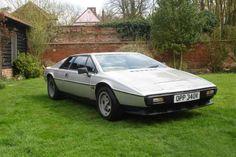 Lotus Esprit, 1972 год. Модель произвела революцию в дизайне спорткаров и определенно стала одной из... - Архивы пресс-служб