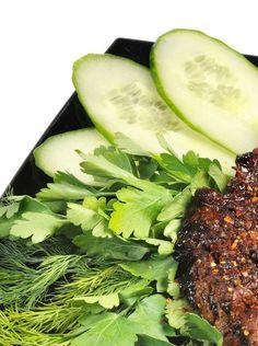 Oksekødssalat med thai basilikum og agurker SlankeDoktor.dk