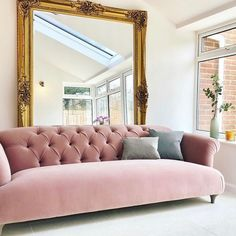 Total pink perfection courtesy of Lynsey and her Dixie sofa! Beautiful Living Rooms, Living Room Modern, Living Room Sofa, Apartment Sofa, Pink Sofa, Unique Furniture, Vintage Furniture, Furniture Ideas, Freundlich