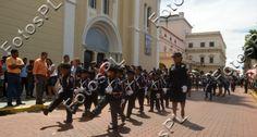 Niños marchando en fiestas de la Independencia en Panamá