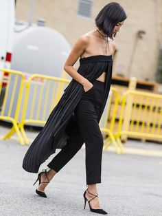 Nicole Warne, Black on Black bandeau pleated tunic with high waisted cotton trousers #streetstyle...x