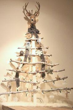 Geen ruimte voor of zin in een echte Kerstboom? Hier vind je een stap-voor-stap uitleg voor een superleuk alternatief.