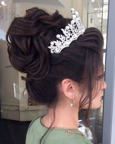 quinceanera hairstyles - Bridal Hairstyles Inspiration Long wedding updos and hairstyles from Elstile weddinghairstyle weddingup br Quince Hairstyles, Best Wedding Hairstyles, Bride Hairstyles, Permed Hairstyle, Hairstyle Ideas, Simple Hairstyles, Ciara Hairstyles, Volume Hairstyles, Crown Hairstyles