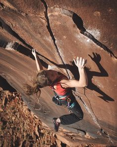 AAC takeover Day1 by Francois Lebeau @francoislebeau  Barbara Zangerl @barbarazangerl learning to crack climb in Indian Creek in 2014. Let's say she's a fast learner. Middle Crack 5.12-  #aacgram by americanalpine