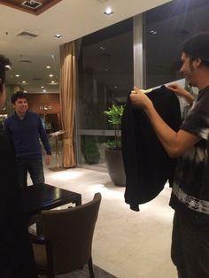 yanonima:  unagordashipperdewigetta:  Rubius enseñandole su camisa con la cara de Mangel a Willy… Que monada *—* La carita de Rubén y la cara de Willy ains<3  que video es?