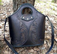 Leather tooled gothic bag black cuttlefish hands stamping image 4 Leather Carving, Leather Tooling, Leather Cord, Leather Bags Handmade, Leather Craft, En Stock, Vintage Leather, Hand Stamped, Tote Bag