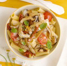 Pasta con salsa de tomate, champiñones y crema de limón.