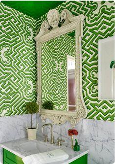 Bathroom wallpaper- Carta da parati per bagno Wallpaper for the bathroom in shades of green with … - Bathroom Wallpaper Cole And Son, Veranda Magazine, Bright Decor, Beach Bathrooms, Half Bathrooms, Dream Bath, Bathroom Interior, Bathroom Ideas, Industrial Bathroom