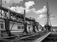 """#Bretagne - #Finistere : réparation navale à #Douarnenez : La """"Recouvrance"""" sur le slipway  © Paul Kerrien - http://toilapol.net"""