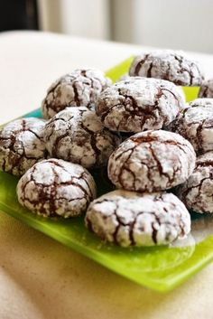 The little dishes of Rose: Crinkles - mega chocolate cake mellow - recettes noel Cookie Recipes, Snack Recipes, Snacks, Desserts With Biscuits, Biscuit Cookies, Food Cakes, Cream Recipes, Macarons, Love Food