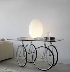 Table with 15 mm cut float glass top. Pivoting wheels are attached to the top by four stainless steel plates. Chromed forks. Solid rubber wheels. Art Furniture, Italian Furniture, Refurbished Furniture, Furniture Design, Furniture Stores, Cheap Furniture, Custom Furniture, Bicycle Decor, Old Bicycle