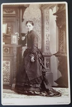 CC104 Cabinet Card of Beautiful Woman Holding A Photo Memphis Tennessee 1880'S…