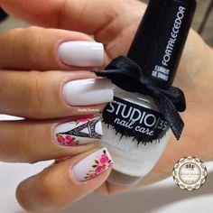 Nails #linda #delicada #branquinho #lindo @studio35_cosmeticos #filha #única #torreeiffel #botaozinhos #rosa #mimo #madahsantana #manicure #nailart #naoéadesivo #tudofeitoamaolivre #amooquefaço ❤️
