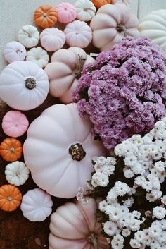 A Pink Fall Front Door Decor How to decorate your front door with pink accents! From pink pumpkins to pink mums, everything you will need for a gorgeous pink fall! Easy Fall Wreaths, Diy Fall Wreath, Fall Kitchen Decor, Fall Home Decor, Dyi, Fall Inspiration, Fall Doormat, Pink Crafts, Pink Pumpkins