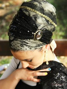 Black Sequin Royal Sinar Tichel with Stone -Headcovering was designed by Michal (shablula brand name) . This headcovering comes with an extr. Turban Mode, Head Scarf Styles, Pelo Afro, Hair Cover, Head Wrap Scarf, Turban Style, Sandro, Beauty Full Girl, Beautiful Hijab