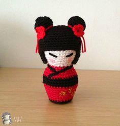 Kokeshi black and red amigurumi.  FREE PATTERN 1/15.
