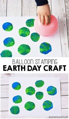 Balloon Stamping Earth Day Craft For Kids. Simple Earth Day activity for toddlers or preschoolers. #earthdaycrafts #recyclingpreschool