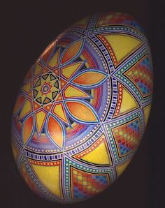 Gorgeous. I love the shading. This looks like one of yours, @Sheila Chmilar By So Jeo: The Fine Art Of Batik Eggs Is it?