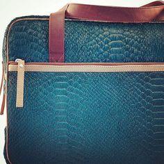 A blue hairy snake   Full leather I Ashbury bag I Bashioma © (06/15/2015)