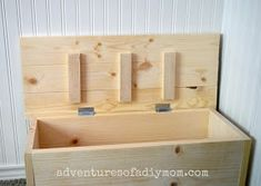 How to Build a Toy Box Wooden Toy Boxes, Wooden Crates, Wooden Diy, Diy Toy Box, Diy Box, Farmhouse Toy Boxes, Diy Storage Trunk, Storage Ideas, Woodworking Kitchen Cabinets