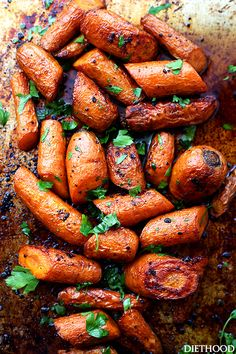 Honey Garlic Butter Roasted Carrots Recipe – Easy, simple, wonderfully delicious roasted carrots prepared with the most incredible garlic butter and sweet honey sauce.Cooked to a delicious and tender perfection, these Honey Garlic Butter Roasted Carr. Carrot Recipes, Vegetable Recipes, Vegetarian Recipes, Cooking Recipes, Healthy Recipes, Garlic Recipes, Healthy Food, Roasted Carrots, Roasted Vegetables
