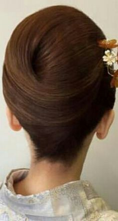 Mom Hairstyles, Vintage Hairstyles, Chignon Hair, Hair Upstyles, Roll Hairstyle, Hair Arrange, Hair Setting, Japanese Hairstyle, Hair Color And Cut