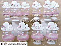 #Repost @danronartesanato with @get_repost ・・・ Mini cúpula Chuva de Amor 💕💕💕💕💕💕💕💕💕💕 🖋✒📝Orçamento apenas por direct ou whatsapp. . . #danronchuvadeamor  #chuvadebencao  #chuvadeamor  #festainfantil  #festa #festainfantil #festachuvadeamor #chuvademor Fun Crafts For Kids, Diy And Crafts, Mini Cupula, Festa Frozen Fever, Rainbow Parties, Birthday Centerpieces, Polymer Clay Flowers, Ideas Para Fiestas, Boy First Birthday