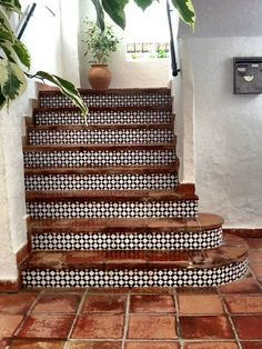 Beautiful staircase tiling | Image via Design Inspiration