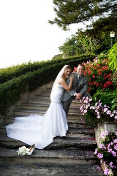 on the grand staircase after their wedding in Italy with the surrounding beautiful gardens